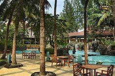 Taman rindang dan kolam renang bukanlah satu-satunya daya tarik yang dimiliki Melia Purosani. Hotel bintang 4 ini juga mengandalkan fasilitas yang lengkap dan kamar tamu dalam jumlah besar. Dengan koleksi kamar tamu mencapai 280 unit, Melia Purosani Yogyakarta merupakan salah satu hotel dengan jumlah kamar terbanyak di Yogyakarta. Wow! Yuks, cobain menginap disini http://www.voucherhotel.com/indonesia/yogyakarta/171684-melia-purosani-hotel-yogyakarta/