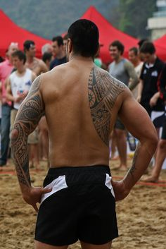 tatouage polynesien homme omoplate dos epaule bras biceps. Black Bedroom Furniture Sets. Home Design Ideas