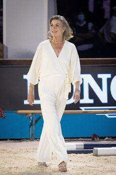 Princess Grace Kelly, Princess Caroline Of Monaco, Jd Sports, Caroline Von Monaco, Princesa Charlene, Smoking, Monaco Royal Family, Royal Fashion, S Girls