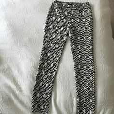 NEW! FOREVER21 Diamond Print Black & White Pants New with tag! Forever 21 Pants