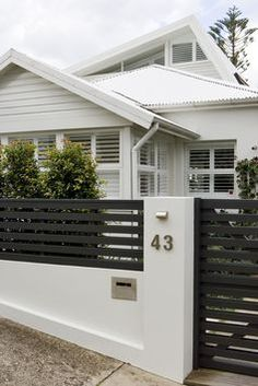 Do You Want Stunning Fence Design Ideas In Your Front Yard? If you need inspiration for the stunning front yard fence design ideas. Our team recommends some amazing designs that might be inspire you. enjoy it. Design Entrée, Facade Design, Exterior Design, Design Ideas, Modern Exterior, Wall Exterior, Design Concepts, Design Inspiration, House Fence Design