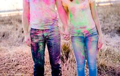 Lichtmädchen Fotografie | Pärchen, couple, Portrait, Paarshooting, in love, verliebt, Holi Farben, Holifarben, holi colors, Farbpulver, bunt, colorful, hand in hand, See, lake, outdoor, Winter, mountains, Berge, Alpen