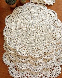 Flower crochet doilies, Crochet placemats, Cotton beige doilies, Thanksgiving gift idea - Her Crochet Picot Crochet, Crochet Dollies, Crochet Home, Thread Crochet, Crochet Motif, Crochet Crafts, Easy Crochet, Crochet Projects, Free Crochet