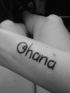 New tattoo. Got it with bestfriend. Means extended or non blood family. Ohana means family and family means no one gets left behind. Foot Tattoos, Cute Tattoos, Beautiful Tattoos, Tribal Tattoos, Small Tattoos, Tatoos, Unique Tattoos, Matching Family Tattoos, Family Name Tattoos