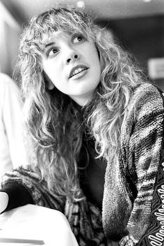 Stevie Nicks moved to Palo Alto, California, where Stevie attended Menlo Atherton High School. Here, Stevie met classmate Lindsey Buckingham, a guitarist and fellow songwriter. The two shared a close bond and forged a strong musical partnership.