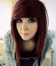 Discover 15 amazing emo hairstyles idea and embrace the idea to be the talk of the town. emo is a kind of hairstyle that choosing the wrong one can destroy your entire look, so be careful. Emo Girl Hairstyles, Teenage Girl Haircuts, Emo Haircuts, Scene Haircuts, Scene Hairstyles, Wedding Hairstyles, Quinceanera Hairstyles, Hairstyles Videos, Layered Hairstyles