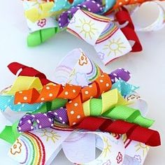 How to make hair bows and hair accessories that are beautiful and easy to make! These pictured hair bow tutorials teach you how to make DIY hair ribbons, baby bows, cheerleading bows for your hair, hair clips, and crochet hair bows. Ribbon Hair Bows, Diy Hair Bows, Diy Ribbon, Ribbon Crafts, Ribbon Flower, Fabric Flowers, How To Make Hair, How To Make Bows, How To Curl Ribbon