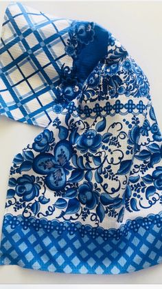 Delft, Gifts For Teens, Gifts For Mom, Themed Gift Baskets, Raffle Baskets, Love Blue, Blue And White, Blue White Kitchens, Hostess Gifts
