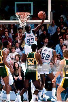 Michael Jordan and James Worthy Michael Jordan Unc, Michael Jordan Images, Michael Jordan North Carolina, Jeffrey Jordan, Acc Basketball, Basketball Tricks, Basketball Pictures, Basketball Legends, College Basketball