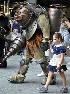 Big Daddy and Little Sister - Best father/daughter cosplay ever. The family that murders together...probably lives in Rapture.