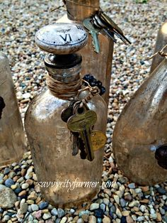 bottles w/ old keys and knobs Altered Bottles, Antique Bottles, Vintage Bottles, Apothecary Bottles, Wine Bottle Crafts, Bottle Art, Bottles And Jars, Glass Bottles, Old Keys