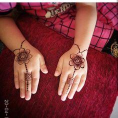 Top Cartoon & Simple Mehndi Designs For Kids: They Just Love Them! Mehandi Designs For Kids, Very Simple Mehndi Designs, Baby Mehndi Design, Latest Arabic Mehndi Designs, Back Hand Mehndi Designs, Mehndi Designs Book, Mehndi Designs For Fingers, Mehndi Designs For Hands, Henna Tattoo Designs Simple