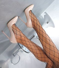Made in Italy Sexy Classic Pigalle Heels Pumps Womens Shoes Leather Nude Sexy High Heels, Frauen In High Heels, Beautiful High Heels, Sexy Legs And Heels, Leather High Heels, High Heel Boots, High Heel Pumps, Pumps Heels, Shoe Boots