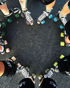Roller Derby Skates, Retro Roller Skates, Roller Derby Girls, Quad Skates, Roller Rink, Roller Disco, Roller Skating, Track Roller, Skate Girl