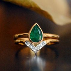 Emerald Engagement Ring Set. Pear Emerald Yellow Gold Bridal