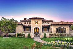 Dashing-Mediterranean-Residence-Exterior-Designs-That-Will-Impress-You
