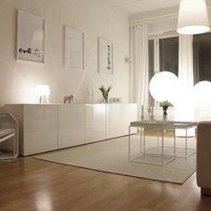 BESTÅ opbergcombinatie | Deze pin repinnen wij om jullie te inspireren. IKEArepint IKEA IKEAnederland IKEAnl woonkamer wooninspiratie inspiratie opbergen opberger wit vloerkleed tapijt
