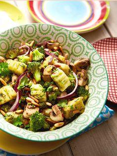 Glutenfrei und vegan sind die feinen Kartoffelklößchen mit frischem Schnittlauch und Petersilie.