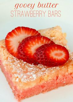 Ooey Gooey Strawberry Bars - easy, starts with Strawberry Cake Mix Strawberry Bars, Strawberry Butter, Strawberry Desserts, Köstliche Desserts, Delicious Desserts, Dessert Recipes, Yummy Food, Strawberry Brownies, Healthy Food
