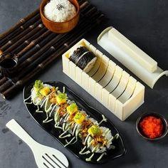 Sushi Set, Kit Sushi, Sushi Maker, Japan Sushi, How To Make Sushi, Making Sushi At Home, Sushi Restaurants, Restaurant Offers, Food Grade