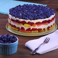 Fresh Cherry Cake Recipe, Baking Recipes, Dessert Recipes, Gourmet Desserts, Plated Desserts, Tortas Light, Cake Recipes From Scratch, Yummy Food, Tasty