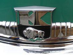 KAISER Traveler (hood ornament) (xavnco2) Tags: france green sedan logo buffalo name champagne ornament badge hood salon kaiser bison reims berline verte traveler marne marque