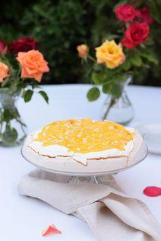 That cake sweet Pavlova, Vanilla Cake, Camembert Cheese, Dairy, Sweet, Desserts, Blog, Bee Sting Cake, Gram Flour