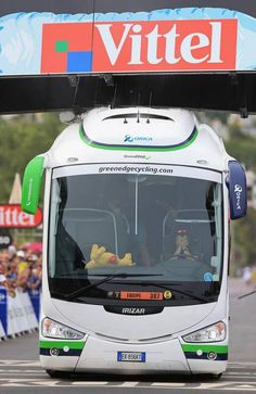GreenEdge Bus Driver on the cutting edge of chaos! Tour de France 2013 canlı izlediğim bu etapda  otobüs yüzünden varış noktası 2 defa değiştirilmek zorunda kalmıştı