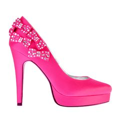 Need. @Johanne Jurick-Beech LOOOOOK! Barbie shoes :) I am a sucker for anything with bows... :)