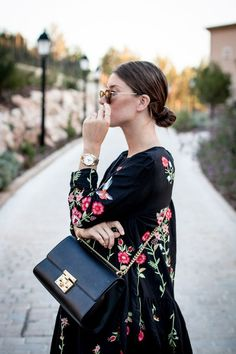 Outfit: florals on black zara floral dress outfits, zara out Zara Fashion, Fashion Bags, Womens Fashion, Fashion Outfits, Zara Mode, Moda Zara, Floral Dress Outfits, Bordado Floral, Zara Outfit