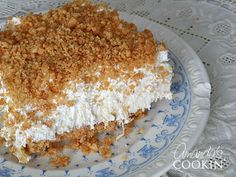 Pineapple dream is one of those perfect potluck desserts. Cream cheese, pineapple, whipped cream and graham This pineapple dream dessert is one of my family's favorites. You know those desserts that seem to be at all Potluck Desserts, Easy Desserts, Delicious Desserts, Dessert Recipes, Yummy Food, Dessert Healthy, Recipes Dinner, Holiday Recipes, Yummy Treats