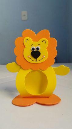 leaozinho-porta-bombom-aniversarios Kids Crafts, Clown Crafts, Foam Crafts, Preschool Crafts, Diy And Crafts, Arts And Crafts, Paper Crafts, First Birthday Party Themes, Boy Birthday Parties