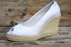 Zapato de novia Daniela.  Alpargata encaje blanco.  Wedding shoe.  Chaussure de mariée.     ¿Buscas compleatr un look Ad Lib?¿,te encanta la moda ibicenca?