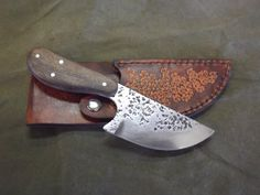 Skinner. Plow disc steel. Mesquite handle.