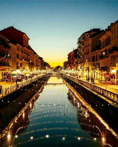 I Navigli di sera - Milano
