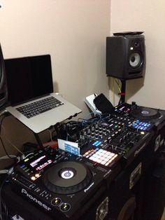 Sweet DJ set up. http://www.pinterest.com/TheHitman14/dj-culture-vinyl-fantasy/