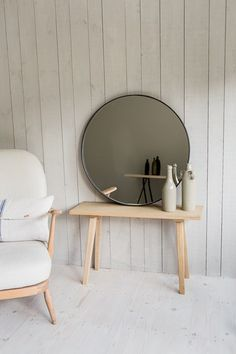 Looking glass of bath. Flat mirror framed in metal, lots of choices
