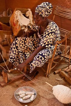 Spinning thread for Bogolan cloth - L'Espace Bajidala, near the river in Segou…
