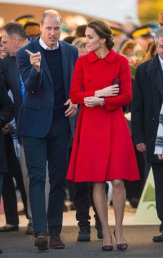 Kate Middleton and Prince William have an early start in Canadian town of Whitehorse Estilo Kate Middleton, Kate Middleton Style, Kate Middleton Prince William, Prince William And Kate, Duke And Duchess, Duchess Of Cambridge, Style Work, Diana, Pantyhosed Legs