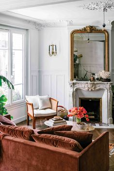 Paris Living Rooms, Home And Living, Living Room Decor, French Living Rooms, Decor Room, Living Room Set, Modern Living, French Room Decor, Antique Living Rooms