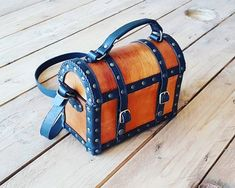 Pirate Chest Leather Bag - treasure Chest purse - Larp and Cosplay ideal for pirate costumes and everyday use Primary And Secondary Colors, Cosplay, Treasure Chest, Basic Colors, Larp, Leather Bag, Purses, Stuff To Buy, Pirate Costumes