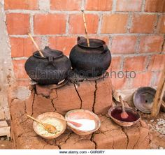 Pots with natural dyes ready for yarn in Andes Mountains near Cusco, Peru - Stock Image