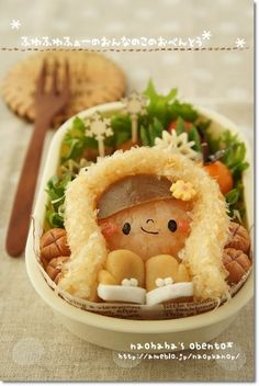 Cute bundled up girl winter themed bento box Cute Bento Boxes, Bento Box Lunch, Bento Recipes, Bento Ideas, Food Art Bento, Japanese Food Art, Japanese Lunch, Edible Food, Edible Art