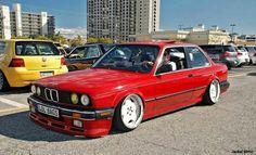 BMW E30 3 series red slammed