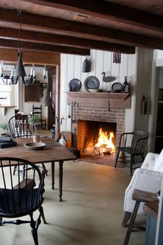 I like the darker stain on ceiling joists Best Ideas Primitive Country Kitchen Decor Primitive Homes, Primitive Fireplace, Primitive Living Room, Primitive Kitchen, Cozy Fireplace, Primitive Country, Design Seeds, Colonial Kitchen, Country Kitchen