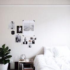 Lepíte si ještě plakáty a obrázky na zeď? Má to své kouzlo, dělá to i Benjamin Holtrop, dvaadvacetiletý fotograf a art director z Portlandu v Oregonu, který vyrůstal na venkovské farmě se čtyřmi sourozenci.  #wall #design #bedroom #interiordesign