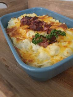 Keto mos med pølser. – Ainas Ketoverden Mashed Potatoes, Macaroni And Cheese, Bacon, Keto, Ethnic Recipes, Food, Whipped Potatoes, Mac Cheese, Smash Potatoes