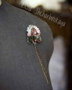 Елена Щербинская в Instagram: «Добрый вечер ещё раз! Вот такая миниатюрная брошь у меня получилась в знак благодарности за ваши искренние и приятные поздравления! Я…» Brooch, Jewelry, Fashion, Moda, Bijoux, Brooches, Jewlery, Fasion, Jewels
