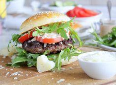 Meine Suche nach den perfekten Burger Brötchen hat endlich ein Ende ! Denn ein guter Burger wird erst mit einem guten Brötchen perfekt. Ihr müsst dieses Rezept unbedingt ausprobieren. Diese Buns si…