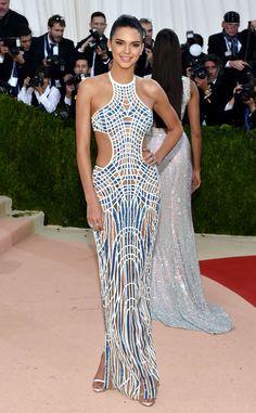 Met Gala 2016: Kendall Jenner In Atelier Versace